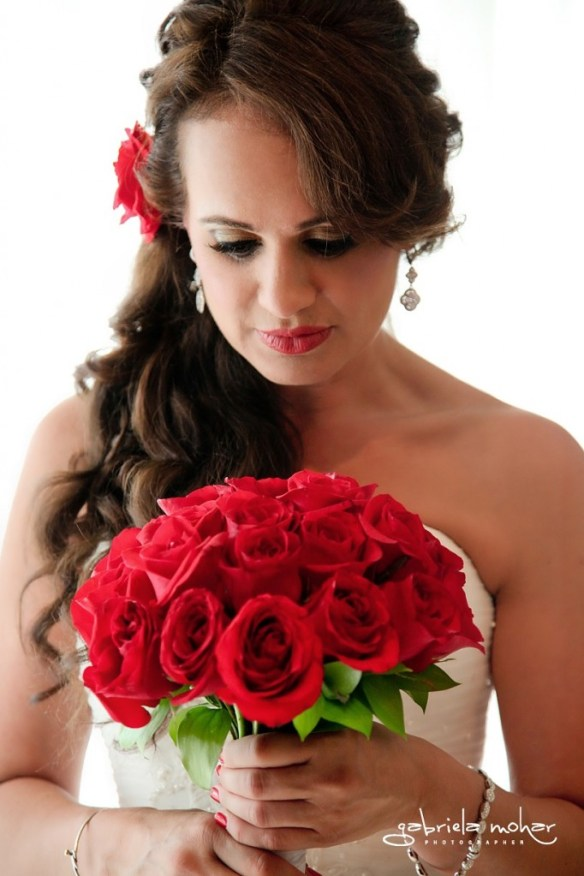 Cabo bride red roses 2