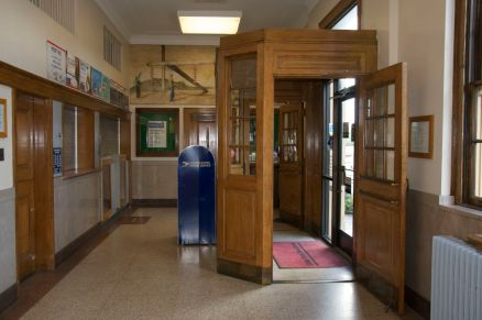 Lenoir City Post Office vestibule and mural