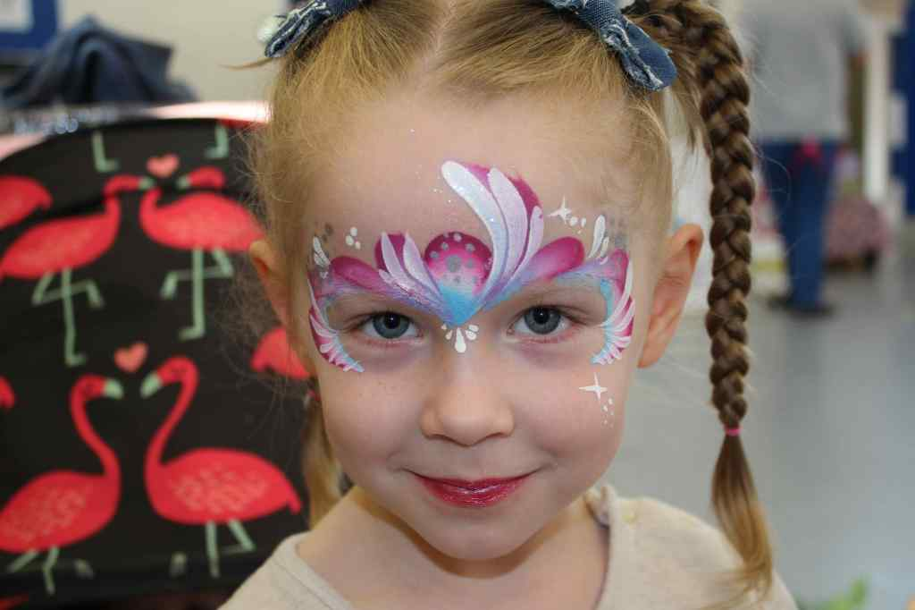 Girl Forehead Face Paint