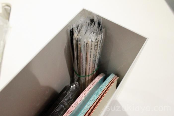 100均セリアの割り箸は輪ゴムでまとめて無印のファイルボックスに収納