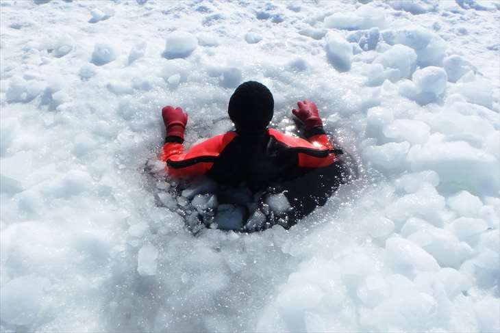 知床・ウトロの流氷ウォーク