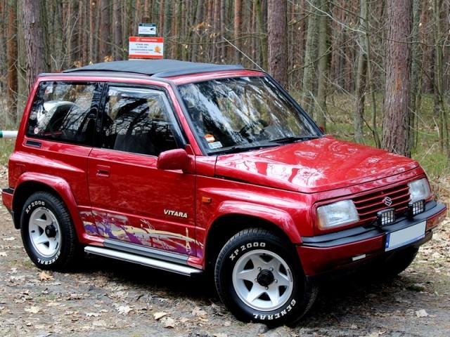 Suzuki Vitara – bordowe auto Kamila