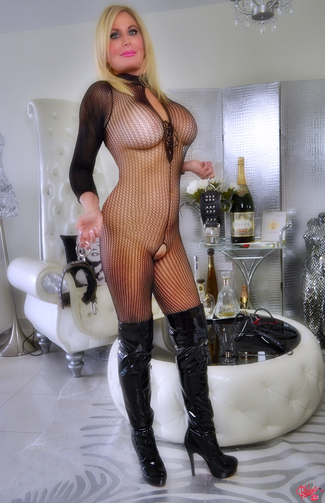 Suzy GFE | South Florida Escort | Miami-Fort Lauderdale | Upscale Discreet Incall