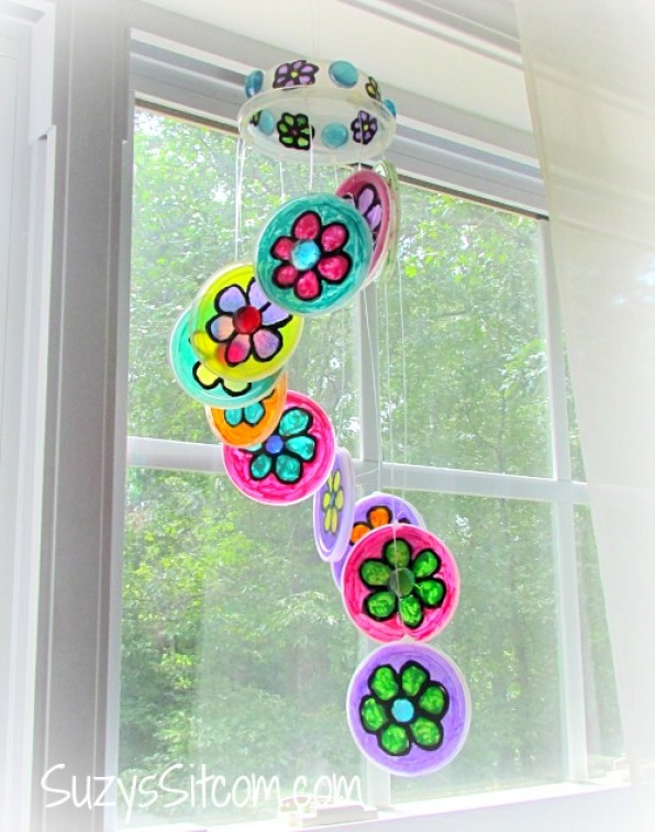 crafts for kids with paper, easy DIY craft ideas for kids, easy paper crafts for kids, DIY craft ideas recycled craft plastic lid sun catcher