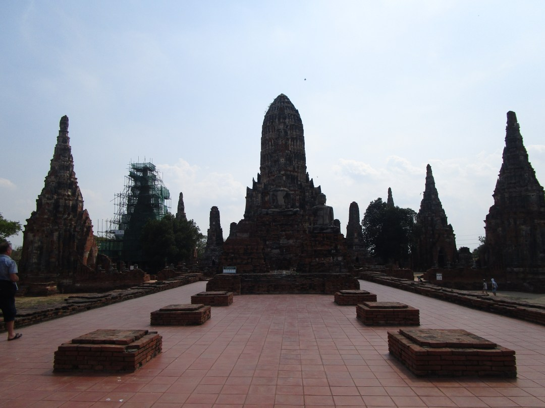 Full silhouette views of the ancient temples in Ayutthaya
