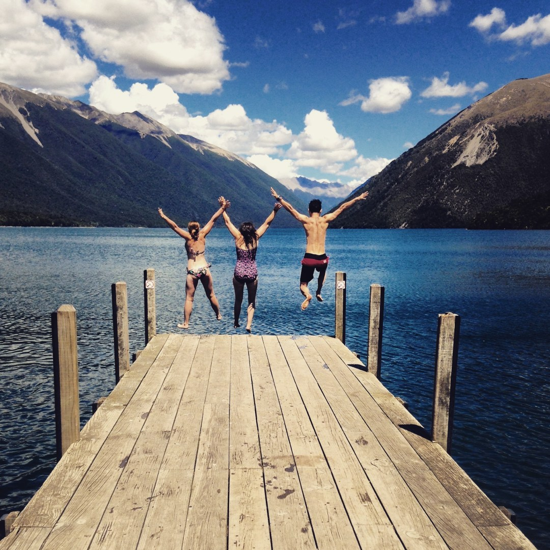 Beautiful Lakes in New Zealand - Jetty jumping at Lake Rotoiti