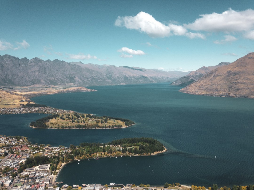 Beautiful Lakes in New Zealand - Get amazing skyline views over Queenstown and Lake Wakatipu