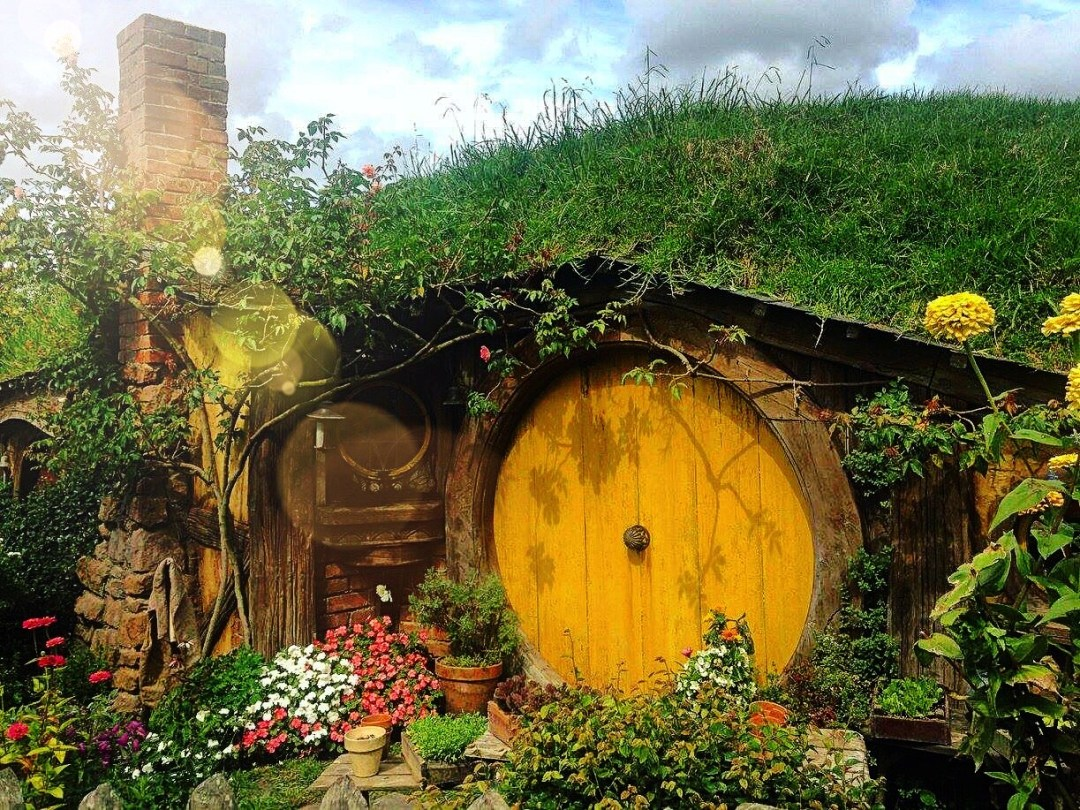 Yellow hobbit house door in Hobbiton NZ