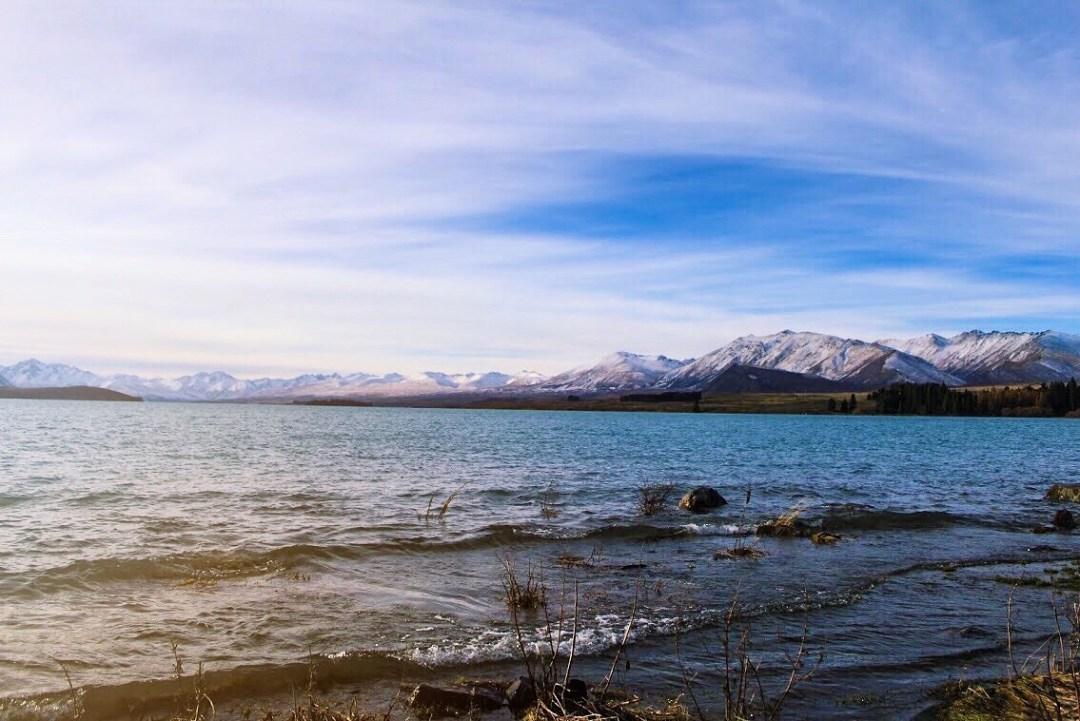lake tekpo waters and mountain edges