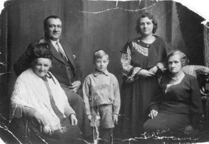 Elizabeth Cruden (nee Brown), Alexander Cruden, David Ramsay, Margaret Ramsay (nee Cruden), Isabella Cruden (nee Wallace).