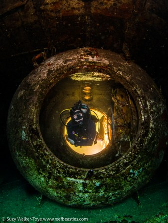 Decompression cylinder on the wreck of the Kittiwake, model: Henley Spiers, Cayman 2016