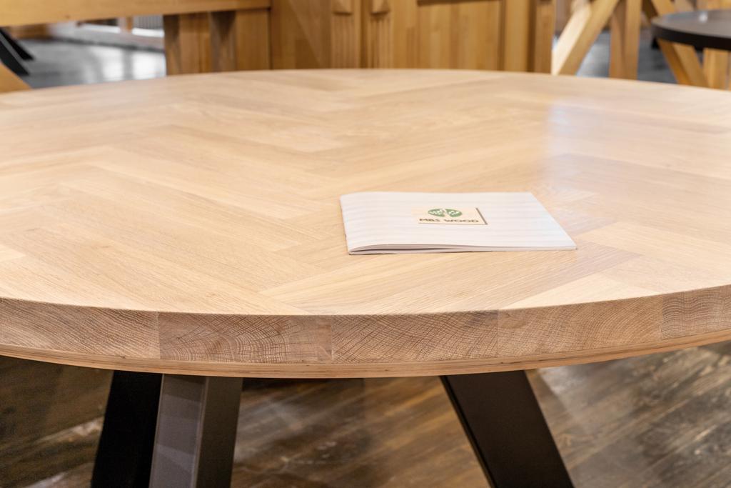 runda bordsskivor av träslag