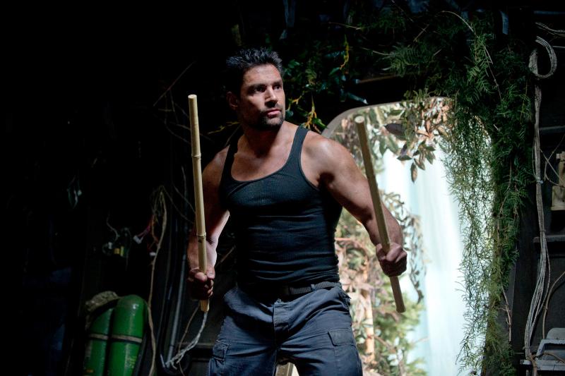Manu-Bennett-as-Slade-Wilson-in-Arrow-Season-2
