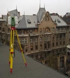 Szkennelés a szomszédos épületek tetejéről