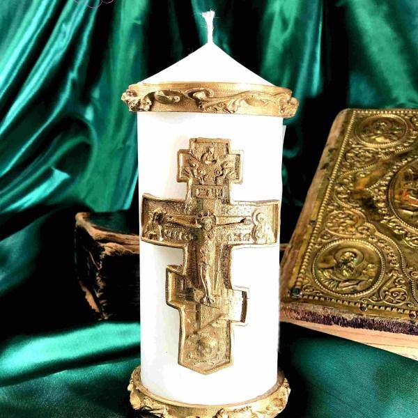 свеча с большим православным крестом