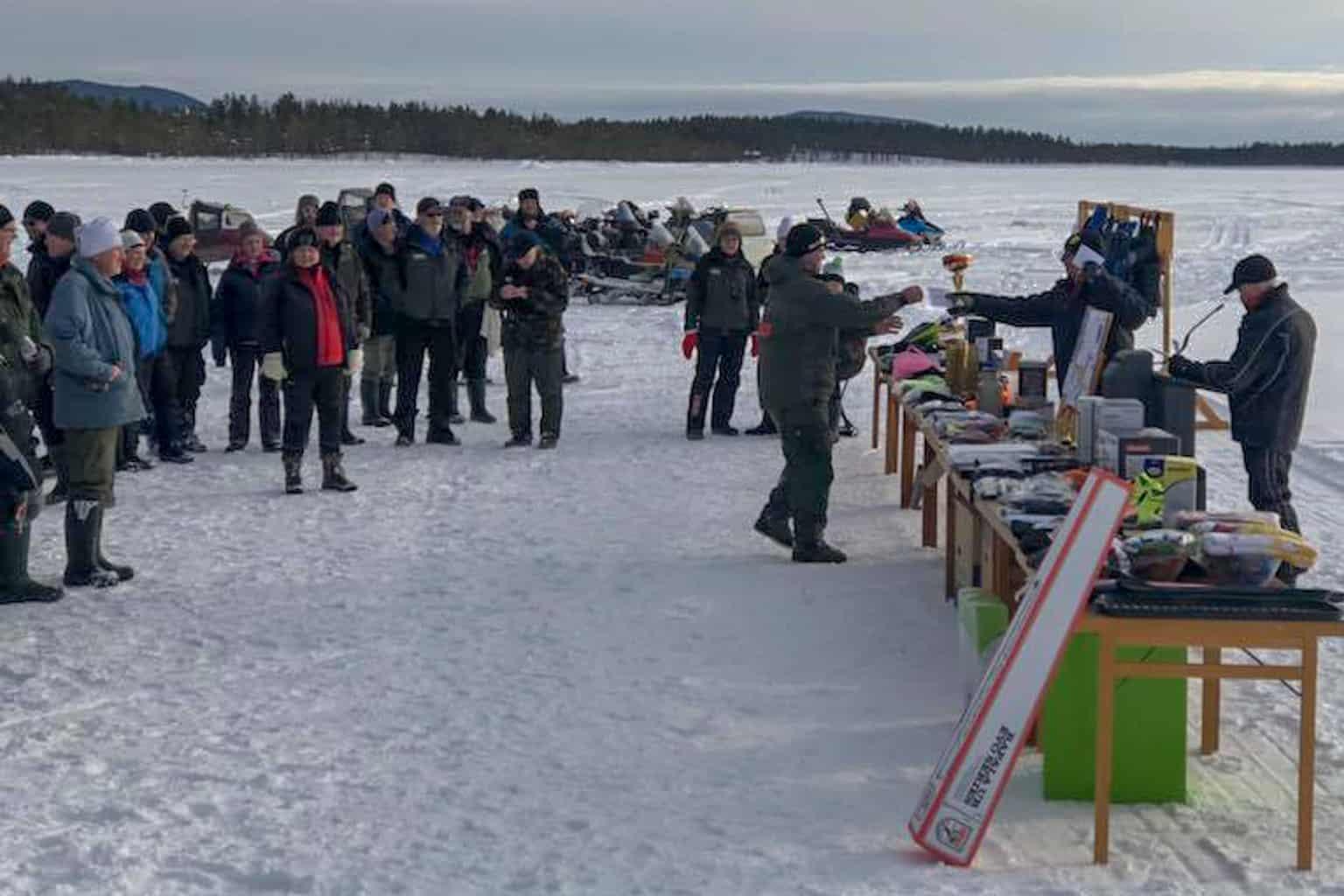 Omkring hundra fiskare kom till start i årets Målingspimpel, den 29:e i ordningen, som gick av stapeln under lördagen. Foto: Thomas Sundemyr