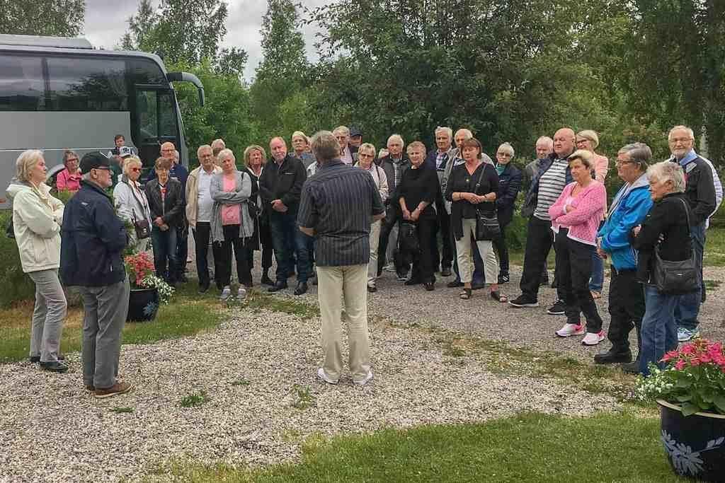 Pensionärer på dagstur med museibesök och lunchkryssning på Siljan