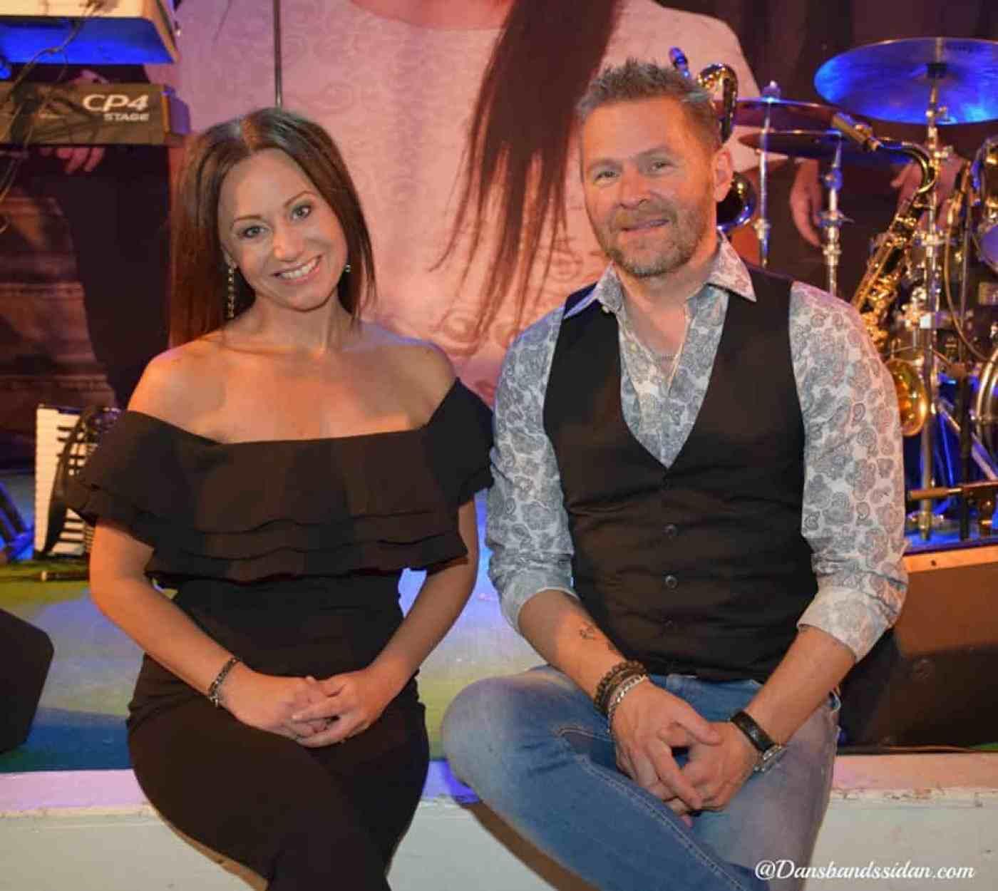 Drifters sångerska Erica Sjöström och Mats Elfqvist. Foto: dansbandssidan.com