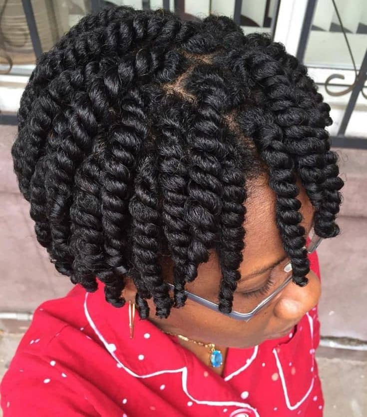 lady wearing natural hairstyles