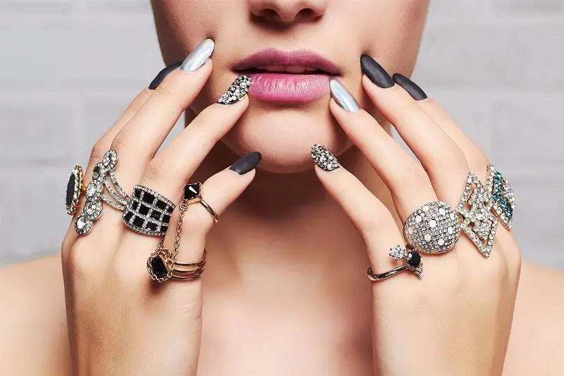 woman wearing many rings