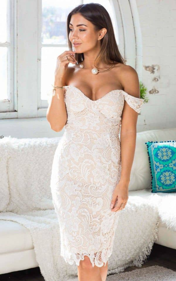 lady in a sweetheart neckline dress with a necklace