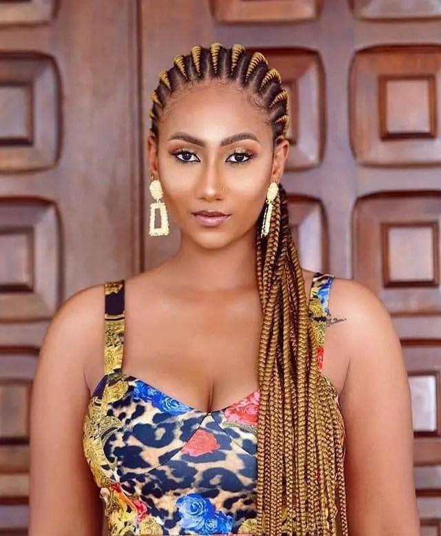 beautiful lady wearing Ghana weaving