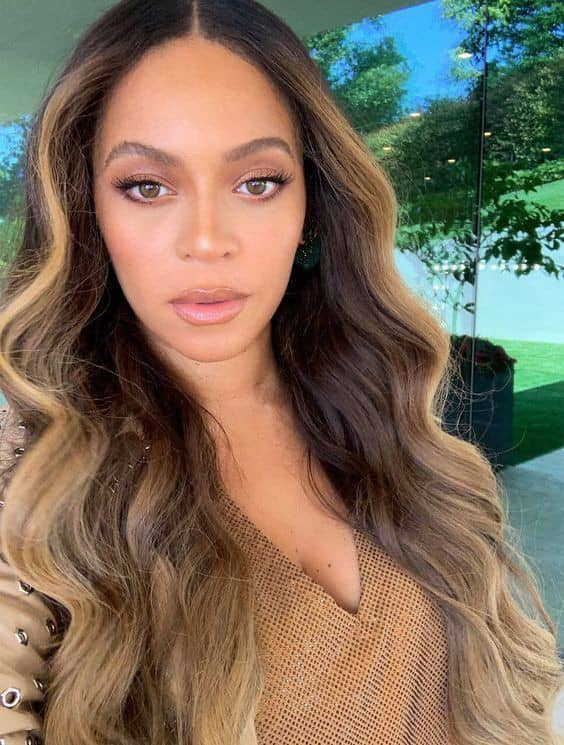 Beyoncé combining gold hues for her hair