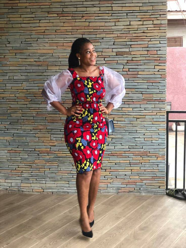 lady wearing ankara dress with puffy organza sleeves