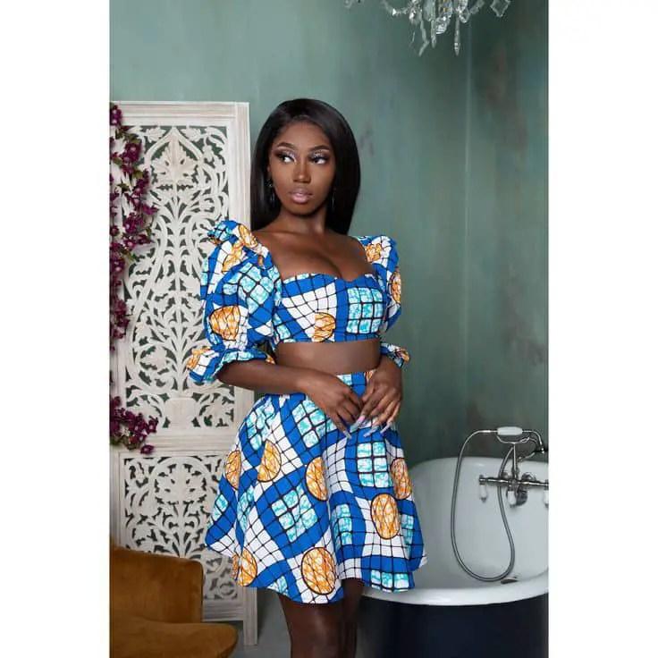 lady wearing ankara crop to with matching skirt