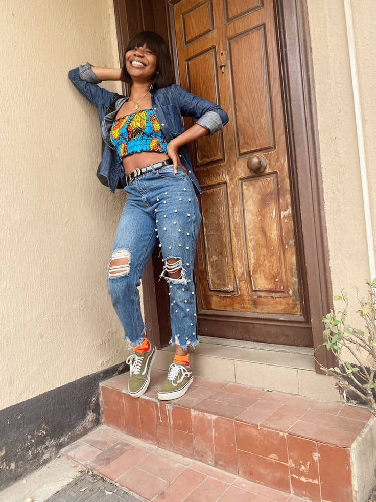 lady wearing ankara smock top with jeans
