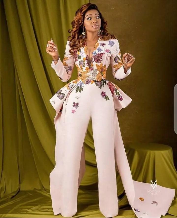 lady wearing stylish jumpsuit