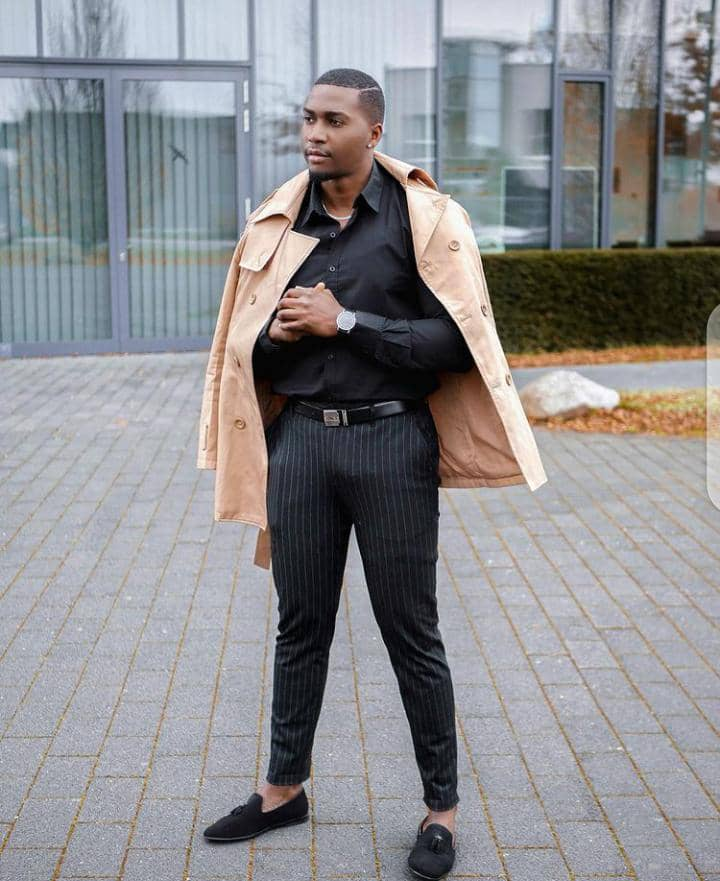 man wearing belt with his outfit