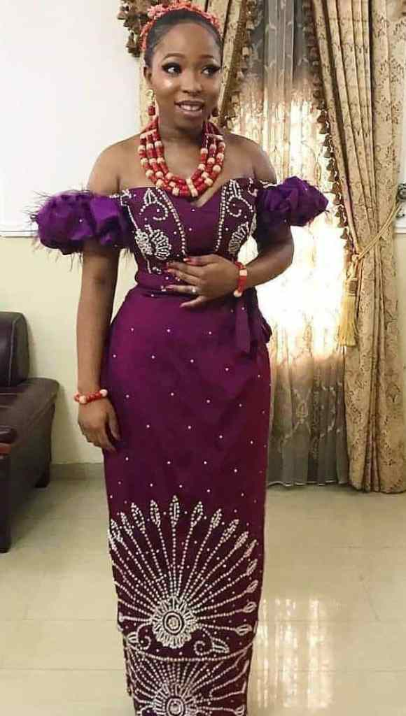 lady wearing purple lace outfit for owambe