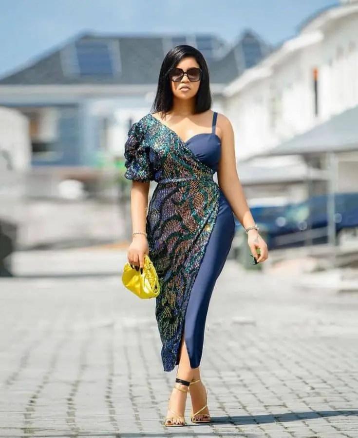 lady wearing owanbe dress