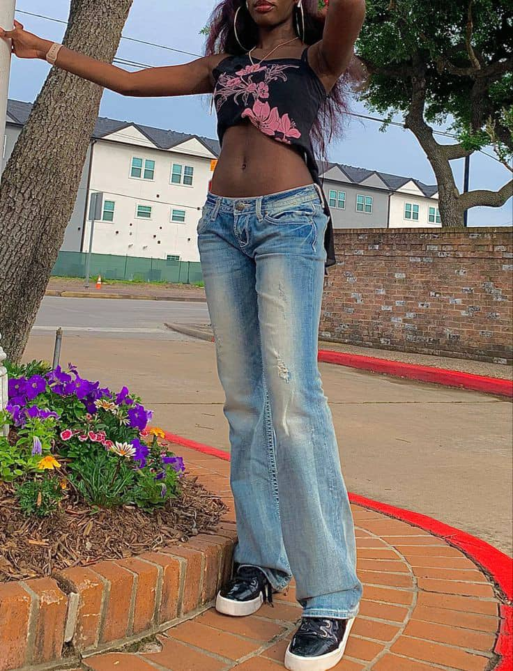 lady wearing low rise jeans