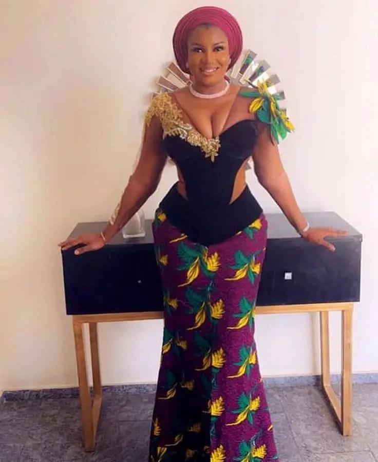 prettey woman wearing lace material/ankara combination for asoebi