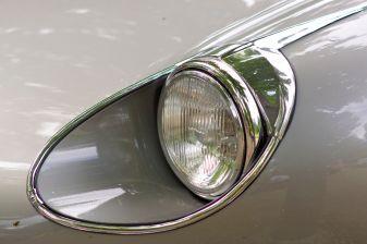 Silberner Jaguar E-Type Scheinwerfer auf der ADAC Niedersachsen Classic 2012