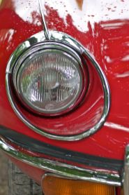 Roter Jaguar E-Type Scheinwerfer vor vorne