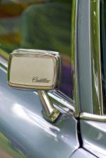 Hellblauer Cadillac DeVille Chrom-Aussenspiegel mit Cadillac Schriftzug