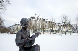 Bad Pyrmont Kurpark mit Steigenberger Hotel im Winter 2013