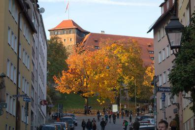 Nürnberg Burgstraße mit Kaiserburg im Herbst 2013