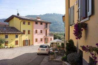 Häuser in Garda am Gardasee im Oktober 2018