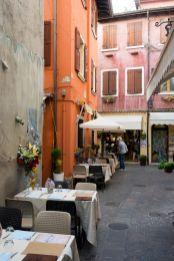 Ristorante Bella Venezia Tisch in den Gassen von Garda am Gardasee im Oktober 2018