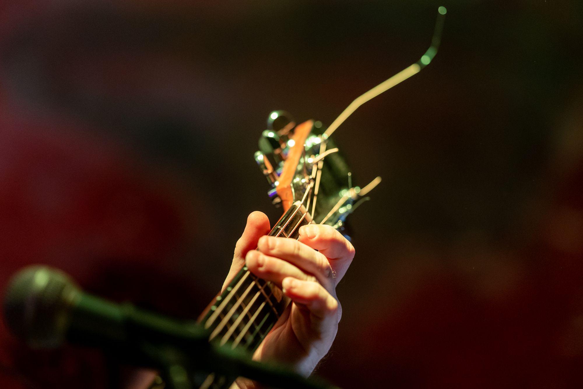 Gitarre von Wulli Wullschläger im Soulhalm in Erlangen am 12. März 2020