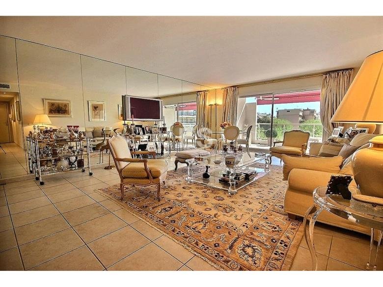 Cannes Palm Beach lägenhet till salu franska rivieran svensk mäklare