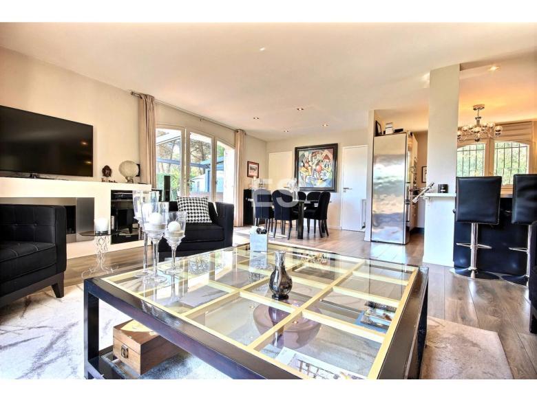 Hus 105 m² till salu i Mougins svensk mäklare franska rivieran