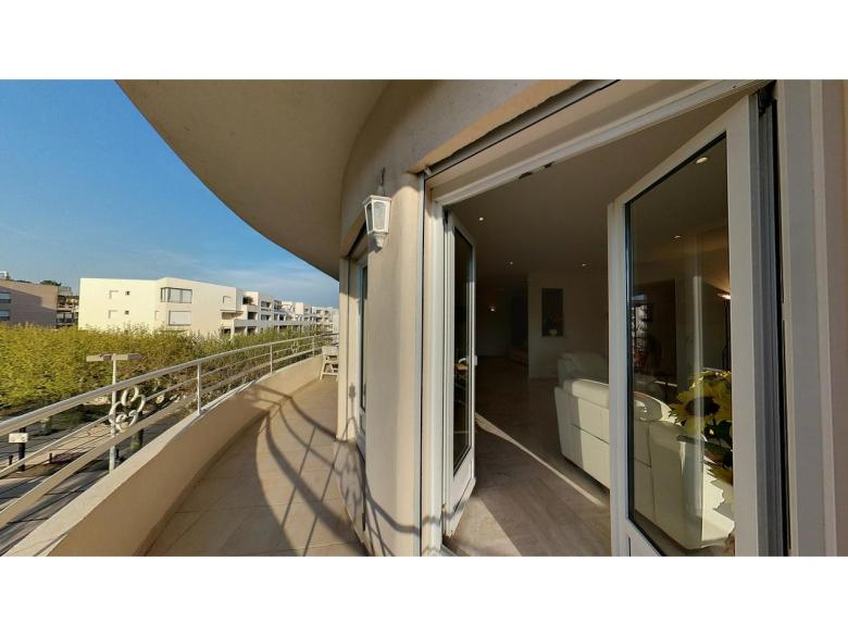 3 rumslägenhet till salu i Cannes Palm Beach terrass