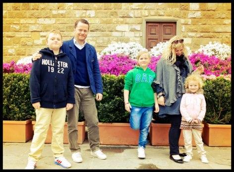 Foto: Familjen Solfors, Malte, Stefan, Mimmi, Sofia och Mademoiselle Frenchie, Lilla Ester.