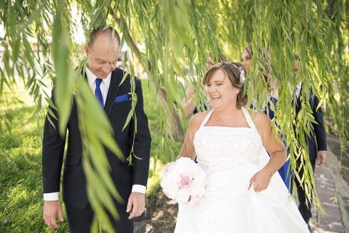 Wedding couple under willow tree