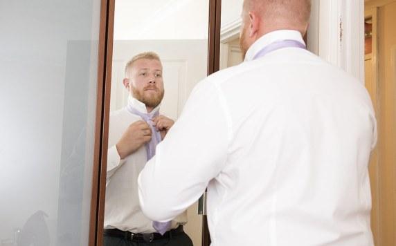 Adjusting the tie
